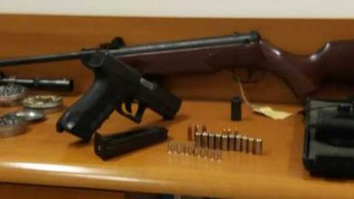 Photo of Nascondono un arsenale in casa: due uomini scoperti dalla Polizia, armi sequestrate