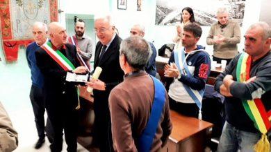 Photo of Il Guzzo d'Oro 2019 al telecronista del Palio marinaro Paolo Mastracca