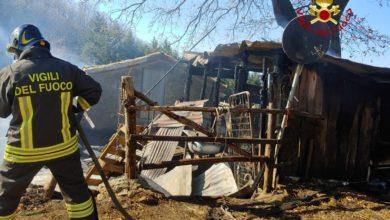 Photo of Incendio di due baracche in legno: Vigili del Fuoco al lavoro per spegnere le fiamme