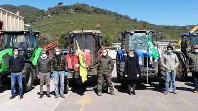 Photo of Emergenza Coronavirus: gli agricoltori danno una mano al Comune per la sanificazione