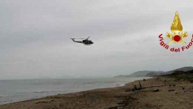 Photo of Coppia in difficoltà in mare: soccorsi dall'elicottero dei Vigili del Fuoco