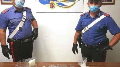 Photo of Nervoso ad un posto di blocco, i carabinieri si insospettiscono: sequestrati marijuana e hashish