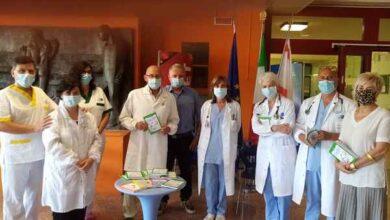 """Photo of """"A sirene spietate"""": il farmacista Carlo Ronconi dona il suo libro ai professionisti dell'ospedale Misericordia"""