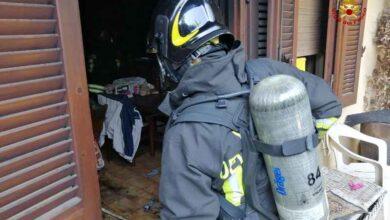 Photo of Incendio in un appartamento: le fiamme distruggono i mobili della taverna