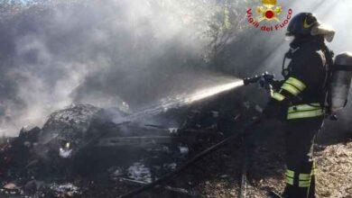 Photo of Roulotte distrutta da un incendio: le fiamme minacciano due bombole di gpl